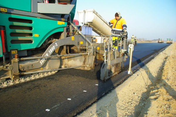 Устройство песчаного покрытия