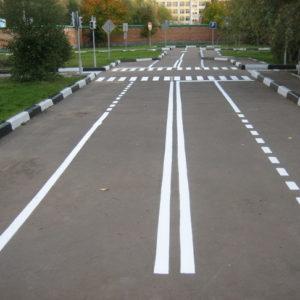 Нанесение дорожной разметки краской